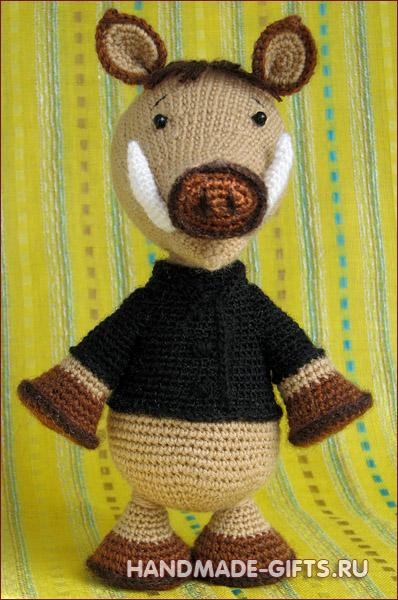 Купить вязаного кабана в подарок в год кабана