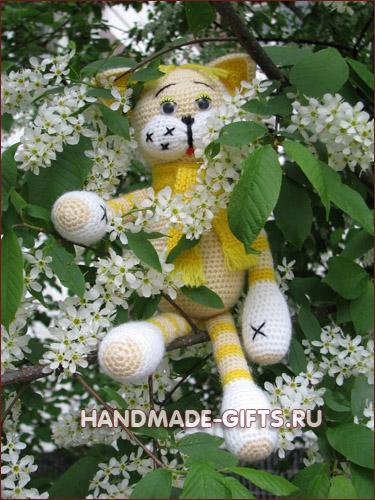 Вязаные коты: вязаные игрушки в подарок