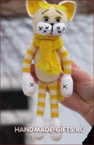 Вязаные коты: вязаные игрушки Подарки ручной работы handmade-gifts.ru