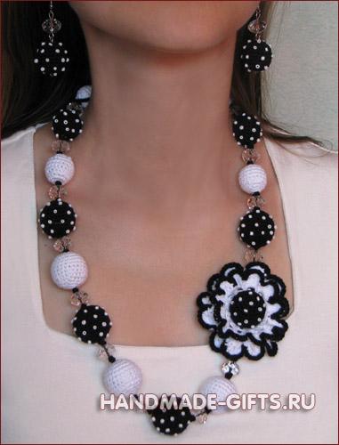 Комплект серьги и бусы вязаные Диана - купить сережки и бусы черно-белого цвета