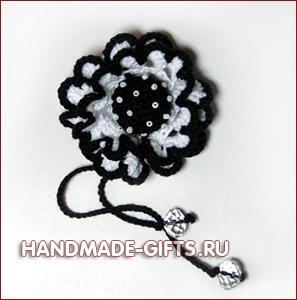 Вязаный стильный черно-белый цветок в волосы
