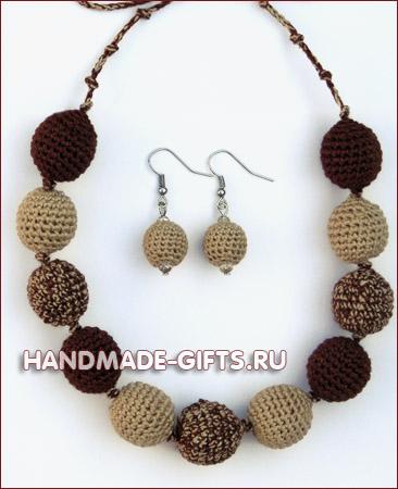Комплект серьги и бусы вязаные Крем-брюле - купить сережки и бусы шоколадного коричневого бежевого цвета ручной работы