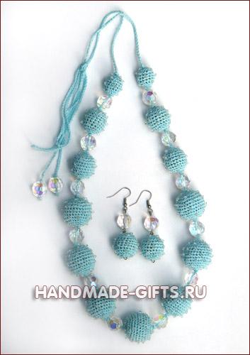 Комплект серьги и бусы вязаные Небесная даль - купить сережки и бусы нежно-голубого цвета